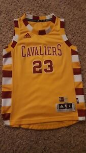 newest c869f f9bf5 Details about Adidas Cavaliers LeBron James Throwback Hardwood Classic  jersey YOUTH Medium