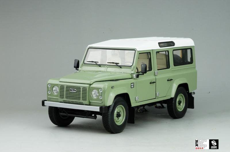 Modèle De Voiture Land Rover Defender 110 Heritage Edition - 2015 1 18 (vert) + eau