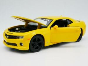 2010 Chevy Camaro RS amarillo rayas negras raro modelo diecast escala 1:24 Diorama