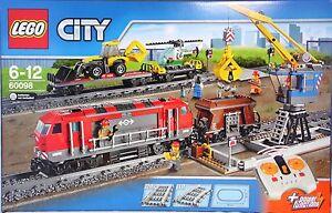 Lego-60098-Schwerlastzug-Lok-3-Waggon-Kran-Heli-Lader-28-Gleise-Bahnuebergang-NEU