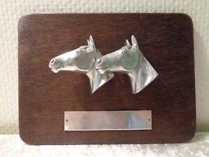 Metal cabezas de caballo/cabezas de caballo en disco de madera