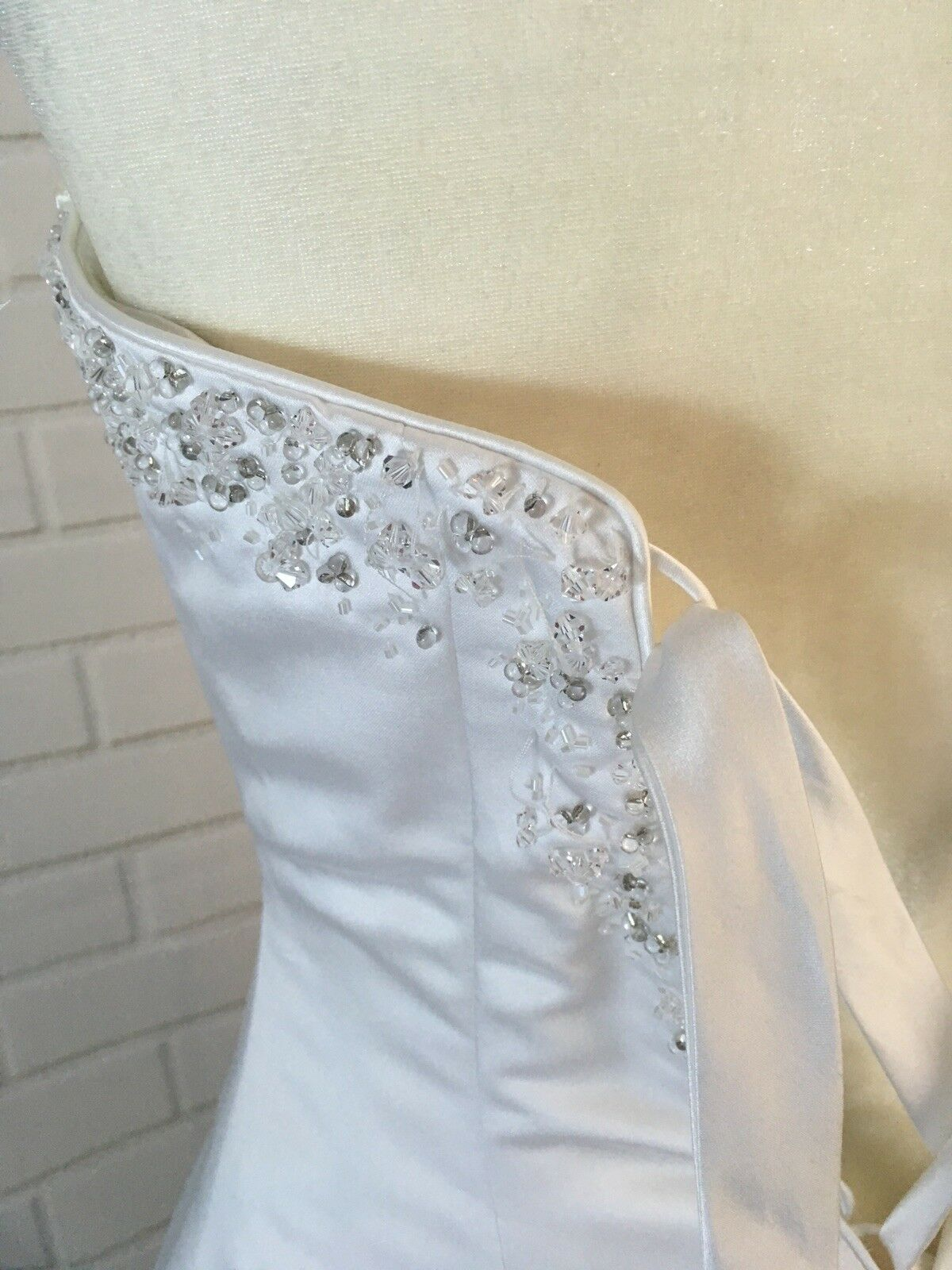 Wedding Dress Women's Size 6  With Vail Maggie So… - image 6