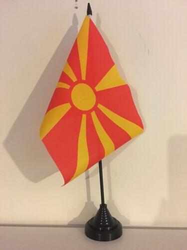 "MACEDONIA TABLE FLAG 9/"" X 6/"" 22.5cm x 15cm flags MACEDONIAN"