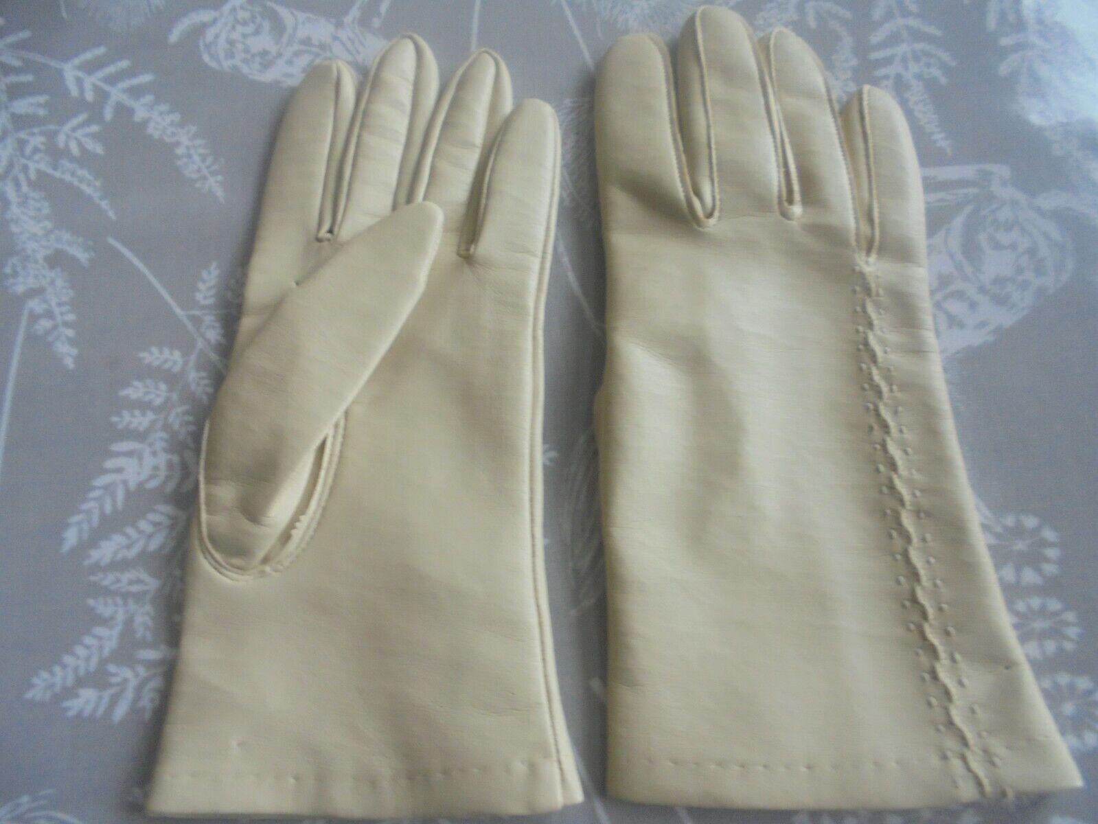 * Unworn Vintage DENTS Vinyl Gloves With Stitched Detail Size 7 1/2. Cream
