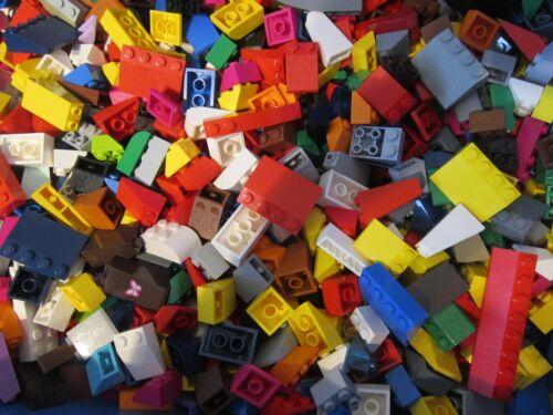 Lego 100 tuiles en pente//coudé briques un bon Mélange Diverses Couleurs /& Tailles