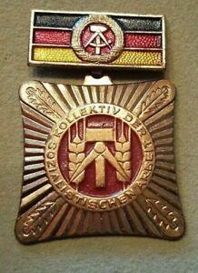 Kollektiv der sozialistischen Arbeit DDR Orden mit Schatulle emailliert