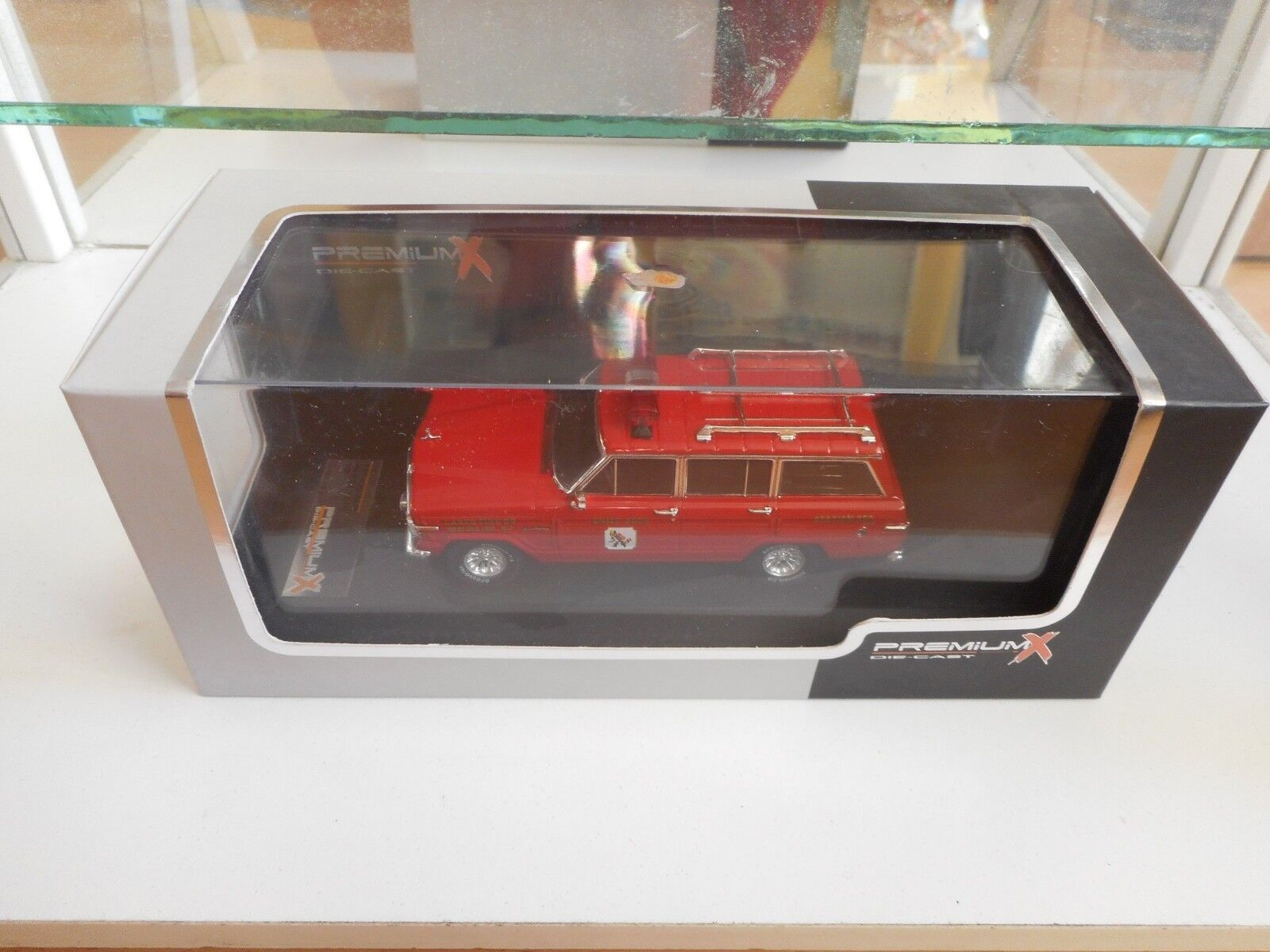 Premium X Jeep Wagoneer New Jersey Lakes Fire 1989 in rosso on 1 43 in Box