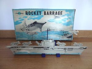 Ancien-jouet-jeu-de-tir-navire-porte-avions-bateau-England-chad-valley-1950