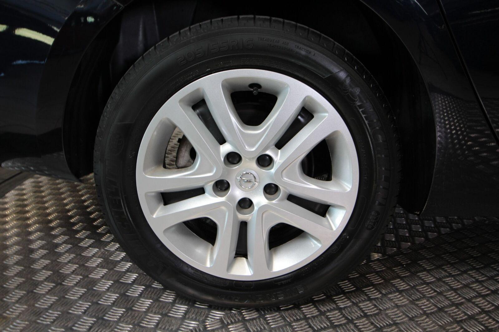Opel Astra T 150 Enjoy ST