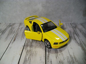 Kinsmart 2006 Ford Mustang 1:38 Diecast Toy Car Yellow w// White Stripes