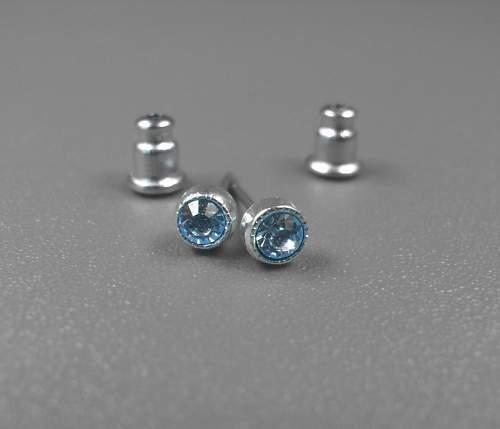 NUEVO acero inoxidable pendientes 3 mm SWAROVSKI zafiro//luz azul claro piedras pendientes