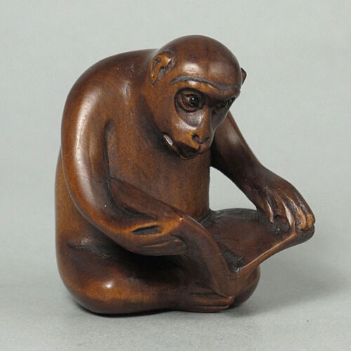 Japanese 1940/'s Netsuke Boxwood Wood Handcrafted Monkey Reading Carving WN609