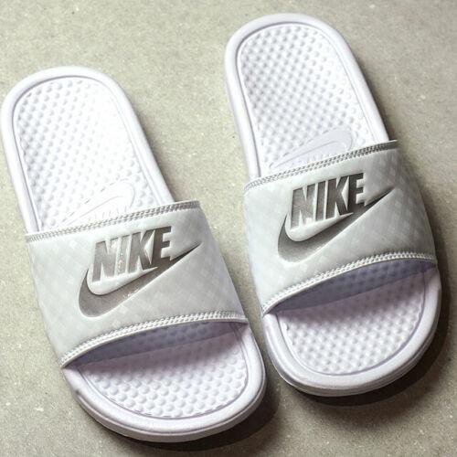 Nike Benassi JDI  Beach Slide Sandal Women/'s White//Metallic//Silver