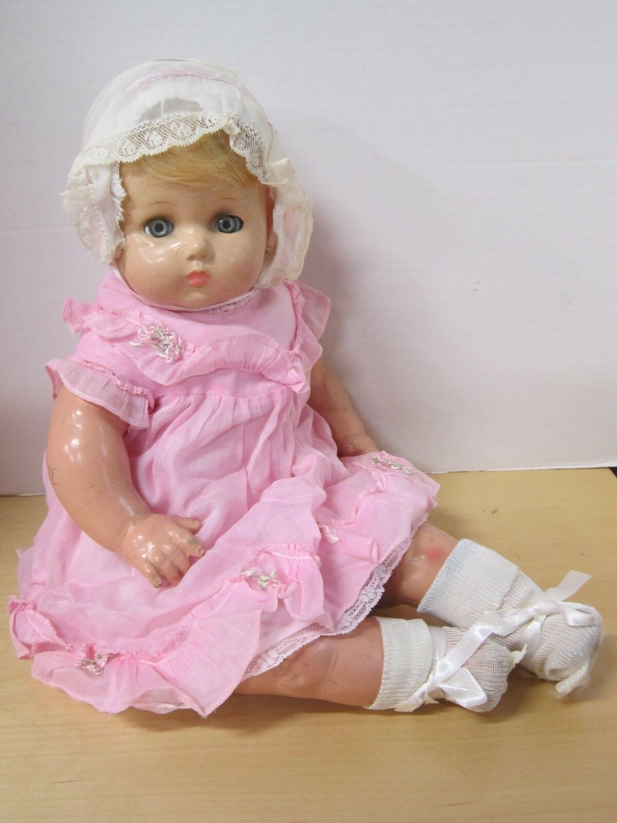 23  unmarked composition life Dimensione bambino  with 'flirty' eyes - nice vintage outfit  punto vendita