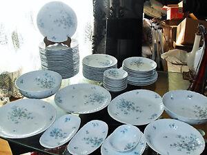 ANCIENNE-SERVICE-DE-TABLE-EN-PORCELAINE-DE-LIMOGES-BERNARDAUD-amp-C-034-GABRIELLE-034