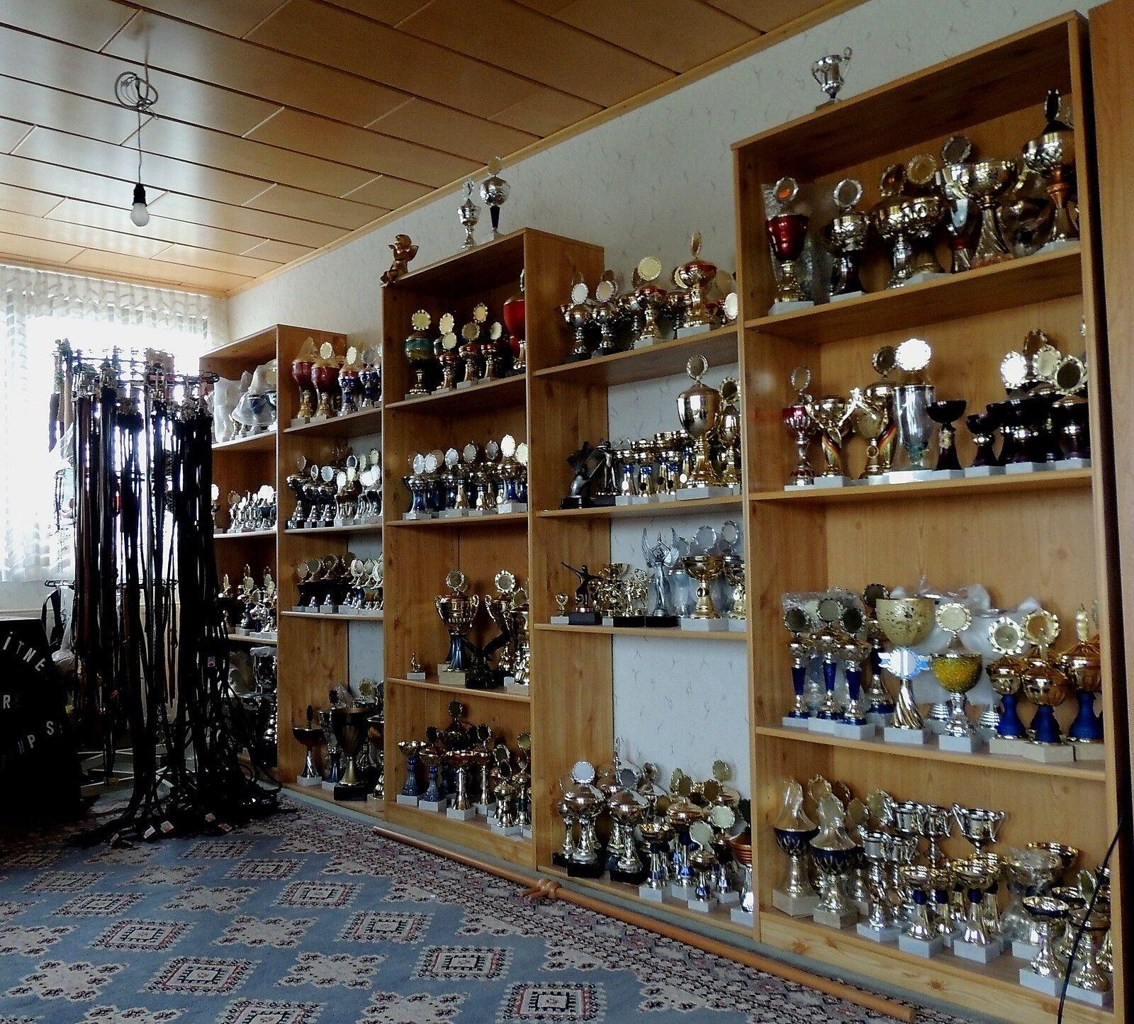 60 pequeños einzelpokale diferentes trofeos con tapa + emblema sorpresa