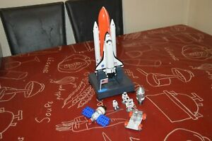 LOT-FUSEE-DISCOVERY-SATELLITE-FIGURINE-BASE-LANCEMENT-ESPACE-NASA-REALTOY