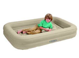 matelas lit d 39 appoint gonflable 1 places intex enfant. Black Bedroom Furniture Sets. Home Design Ideas
