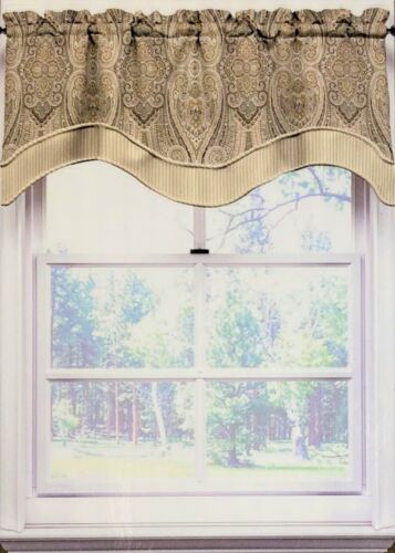"Waverly Home Paisley Pizzazz Scallop Valance 52/"" W x 16/"" L Multi Color-Brown"