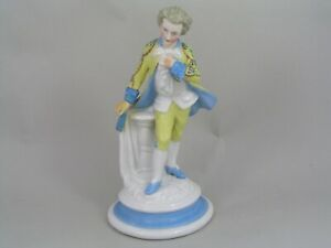 CONTINENTAL7-3-4-034-FIGURINE-OF-A-GENTLEMAN-BACKSTAMPED-WITH-THE-LETTER-R