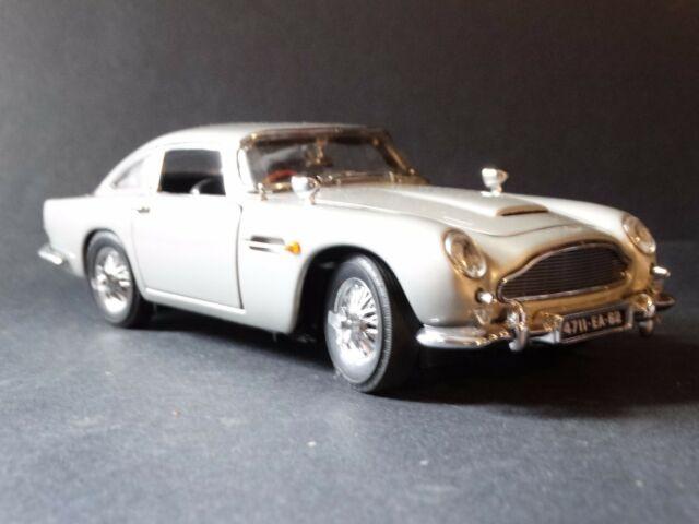 Danbury MINT Die Cast Car Aston Martin Db James Bond - Aston martin db5 1964 price