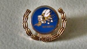 VINTAGE-US-NAVY-SEABEES-PIN-BACK