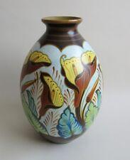 Boch Frères. Keramis. Vase en céramique à décor de motifs floraux, D 2064, XXe