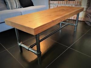 table basse ou meuble TV chêne massif et piétement acier