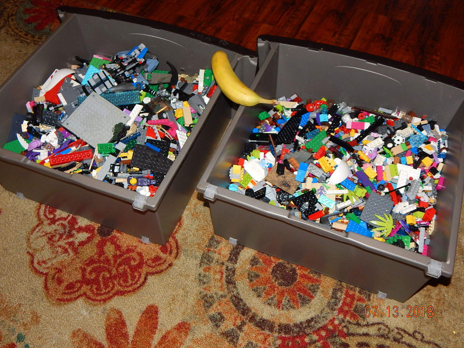 LEGO LOT     26 LBS      ASSORTED PIECES BASE PLATES VARIOUS INSTRUCTION MANUALS