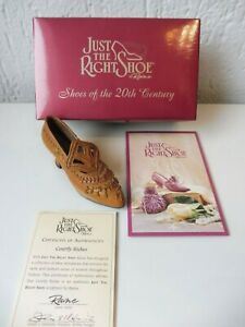 JUST-THE-RIGHT-SHOE-Courtly-Riches-25040