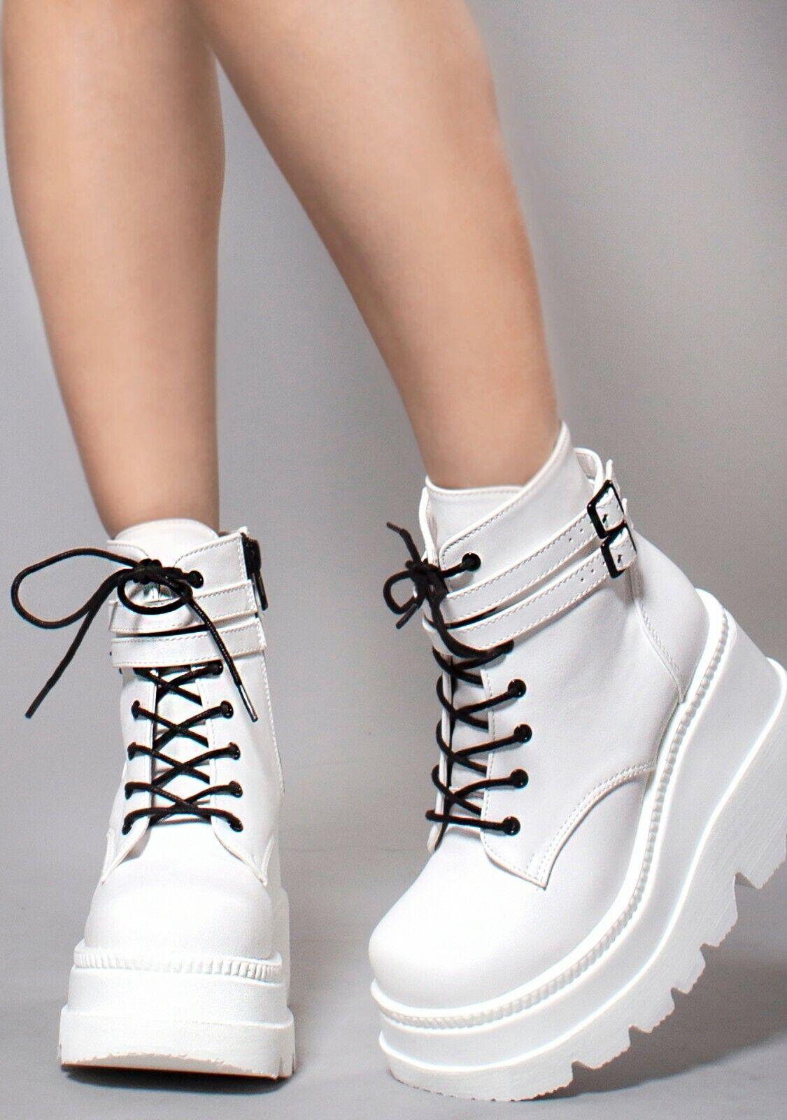 NEW DEMONIA Shaker Platform Stiefel in Weiß