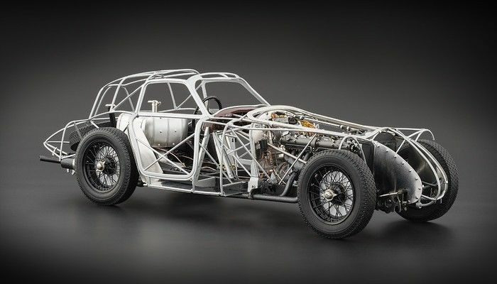CMC Alfa Romeo 8C 2900 B Rolling chasis edición limitada de 1000 CMC  1:18New artículo