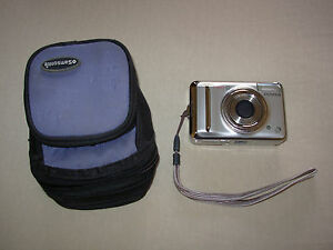 Fujifilm Finepix A700 7.3 MP Digital Camera with 3x Optical Zoom, bag and strap