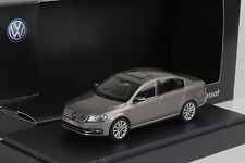 VW Passat  B7 2010 kaschmir grey metallic 1:43 Schuco Dealer
