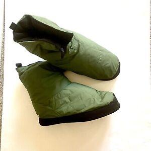 REI Duck Down Slippers Water Resistant Camping Booties Men's medium (9-10) Green