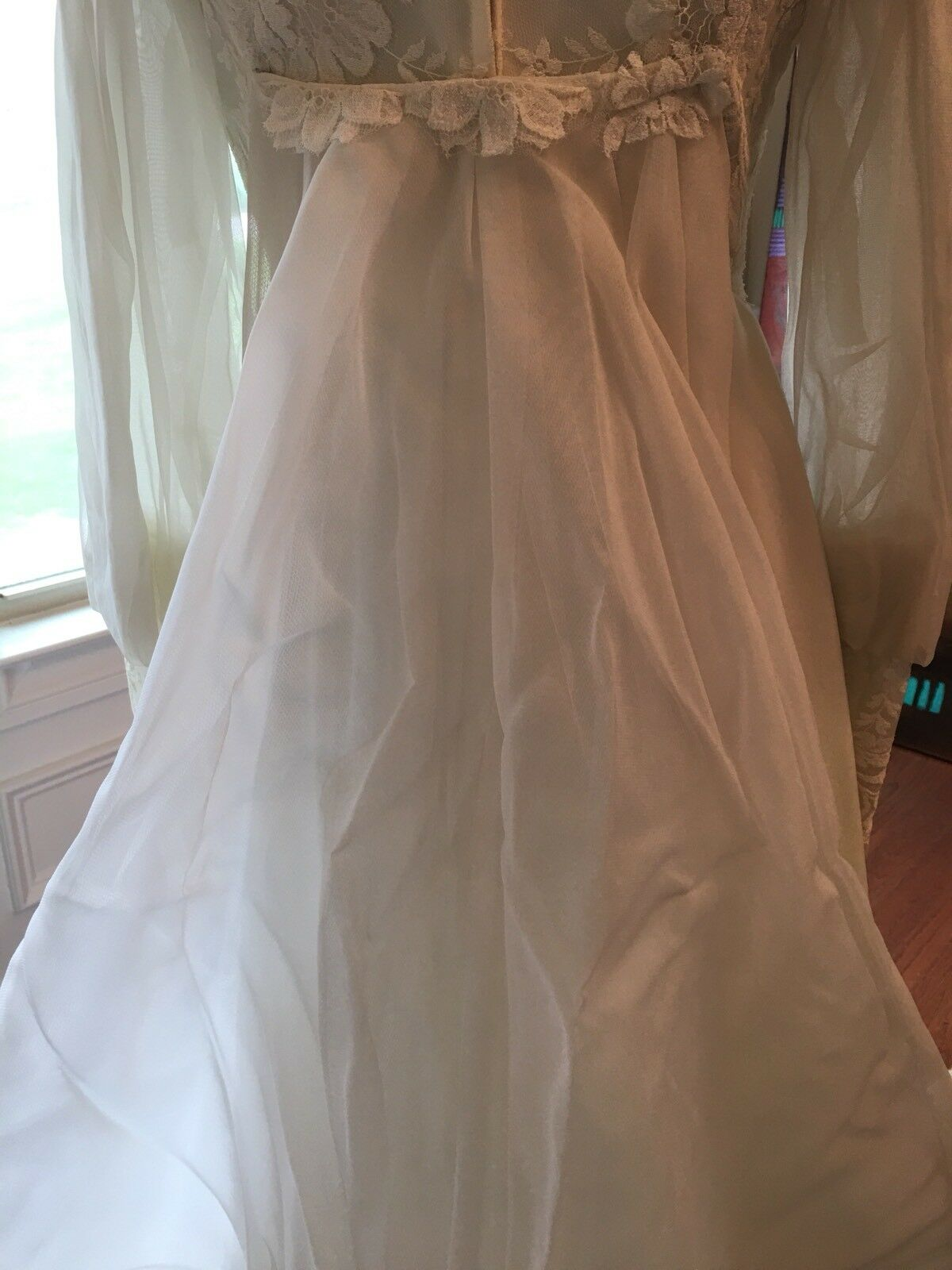 Wedding Dress Gown Complete with Lace, Veil And V… - image 10