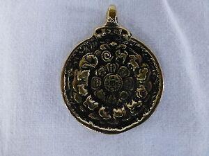 Tibet-Anhaenger-4cm-Metall-Buddha-Amulett-tibetischer-Kalender-Indien-Nepal-Asien
