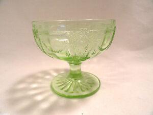 Vintage-Green-Cameo-Depression-Glass-Sherbet-Molded-3-1-8-Hocking-Ballerina