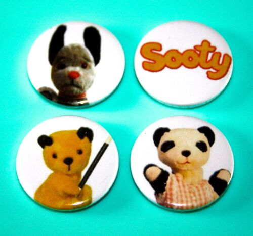 SET OF 4 SOOTY SUE SOO AND SWEEP CHILDRENS TV INSPIRED BUTTON PIN BADGE