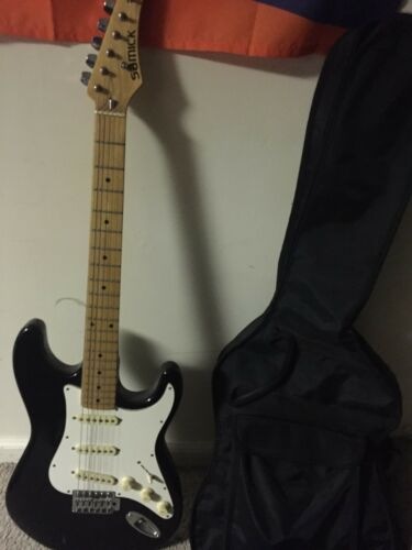 Samick Electric Guitar - Great condition and comes with case!