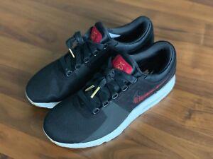 Detalles acerca de Nike Air Max cero N7 Negro Universidad Rojo Goma Marrón Medio 924449 001 Talla 8.5 mostrar título original