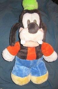 Doudou-Peluche-Chien-Dingo-noir-chapeau-vert-Disney-Nicotoy-41-cm-TTBE