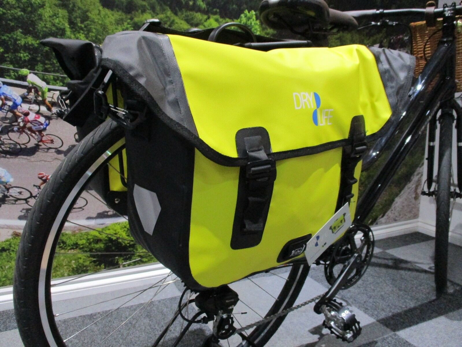 Bicycle pannier bag. Waterproof. Shoulder strap.