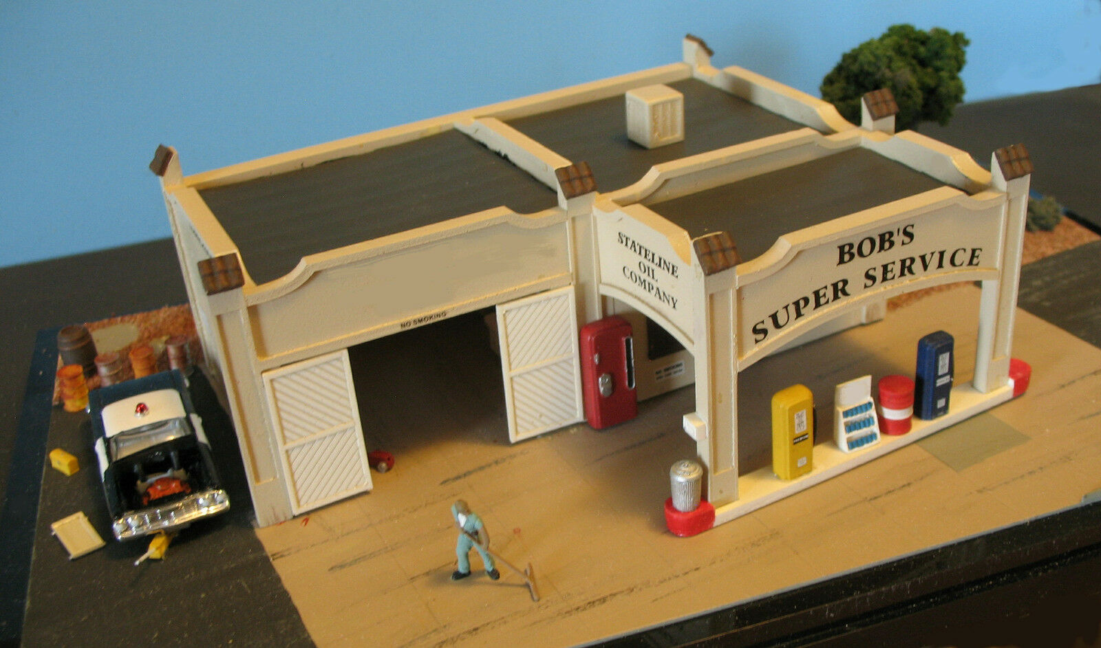 BOB'S SUPER SERVICE with SERVICE BAY - HO-662 -Easy to build HO Scale kit