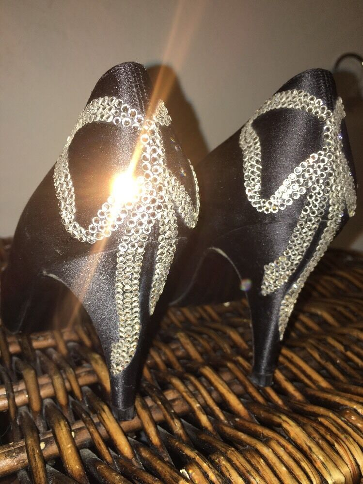 Stuart Weitzman Swarovski Crystal Bow Back Satin Pointed Toe Pumps Größe 6B