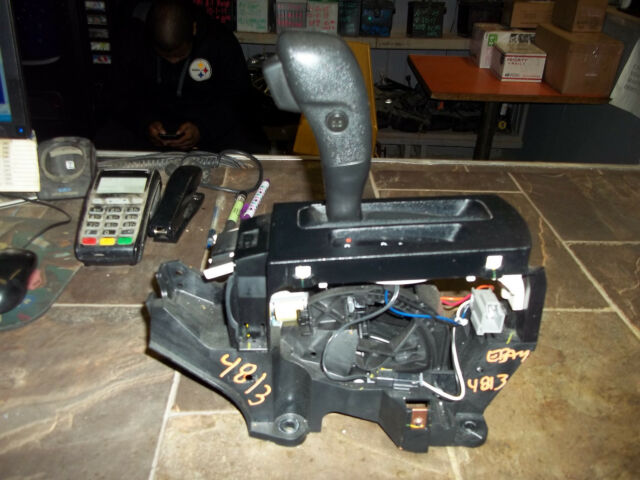 08 09 10 11 ford focus automatic floor gear shifter 8s4p 7k004 bl rh ebay com 2001 Focus Shifter Cable End 2012 Ford Focus Shifter Assembly