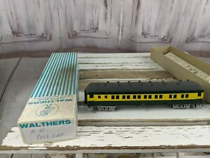 C-amp-W-coach-passenger-unmarked-northwestern-green-yellow-train-car-toy-HO-freight