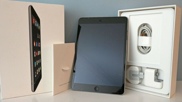 Apple iPad Mini 2 32 Go, Wi-Fi, 7.9 in (environ 20.07 cm) - gris sidéral + Extras
