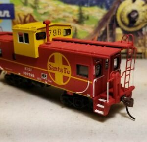 HO Athearn Santa  fe wide vision caboose car,  RTR series, lightly weathered