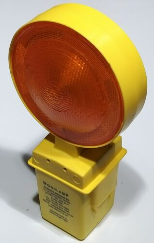 Road Warning hazard lamp with Dusk to Dawn Sensor for Skips Rd Cones Scaffold